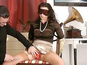 lady into satiny pantyhose obtains blindfolded