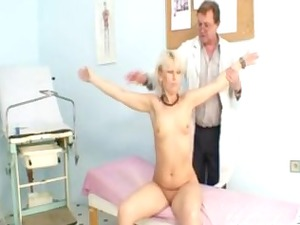 cougar romana has old pussy gyno speculum
