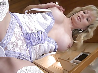 extremely impressive blonde mother getting her