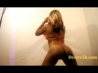 arse shaking woman desire5000