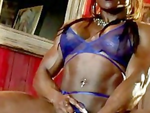 big clit, ebony muscle lady masturbating
