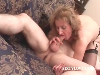 bleached mommy loves to ride penis
