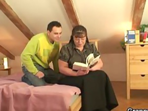 heavy bookworm slut takes fucked by desperate